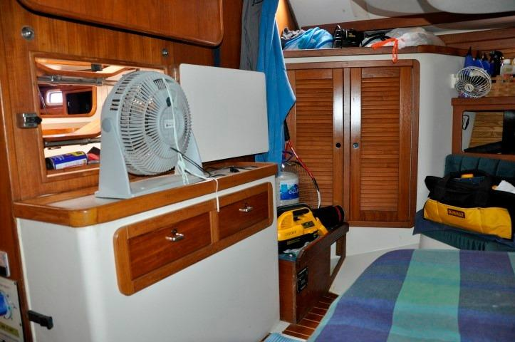 40' Catalina 400-2+Dual Helm Stations