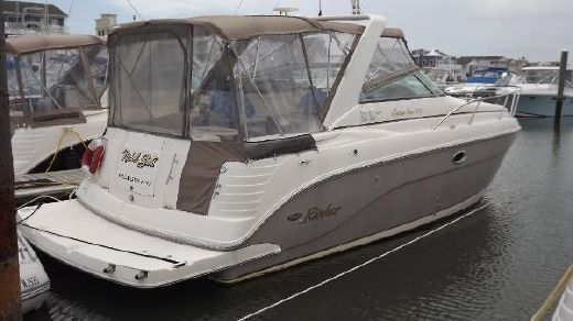 2005 Rinker 300 Express Cruiser