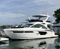 2019 Cruisers Yachts 54 Fly