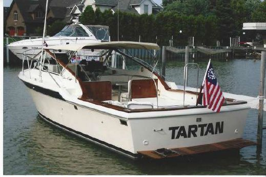1984 Chris-Craft 316 Commander Sport Sedan