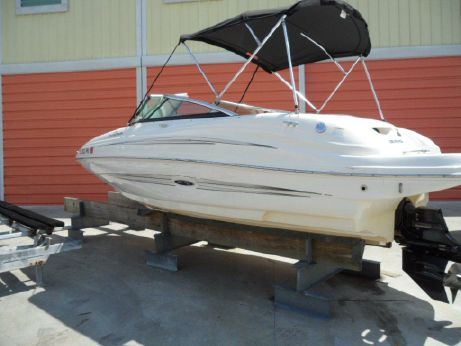 2012 Sea Ray 200 Sundeck