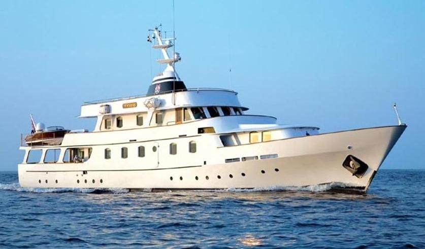 1966 camper nicholsons classic 38 mt motoryacht power for Vintage motor yachts for sale