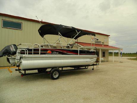 2015 Tracker Marine 22 DLX Pontoon