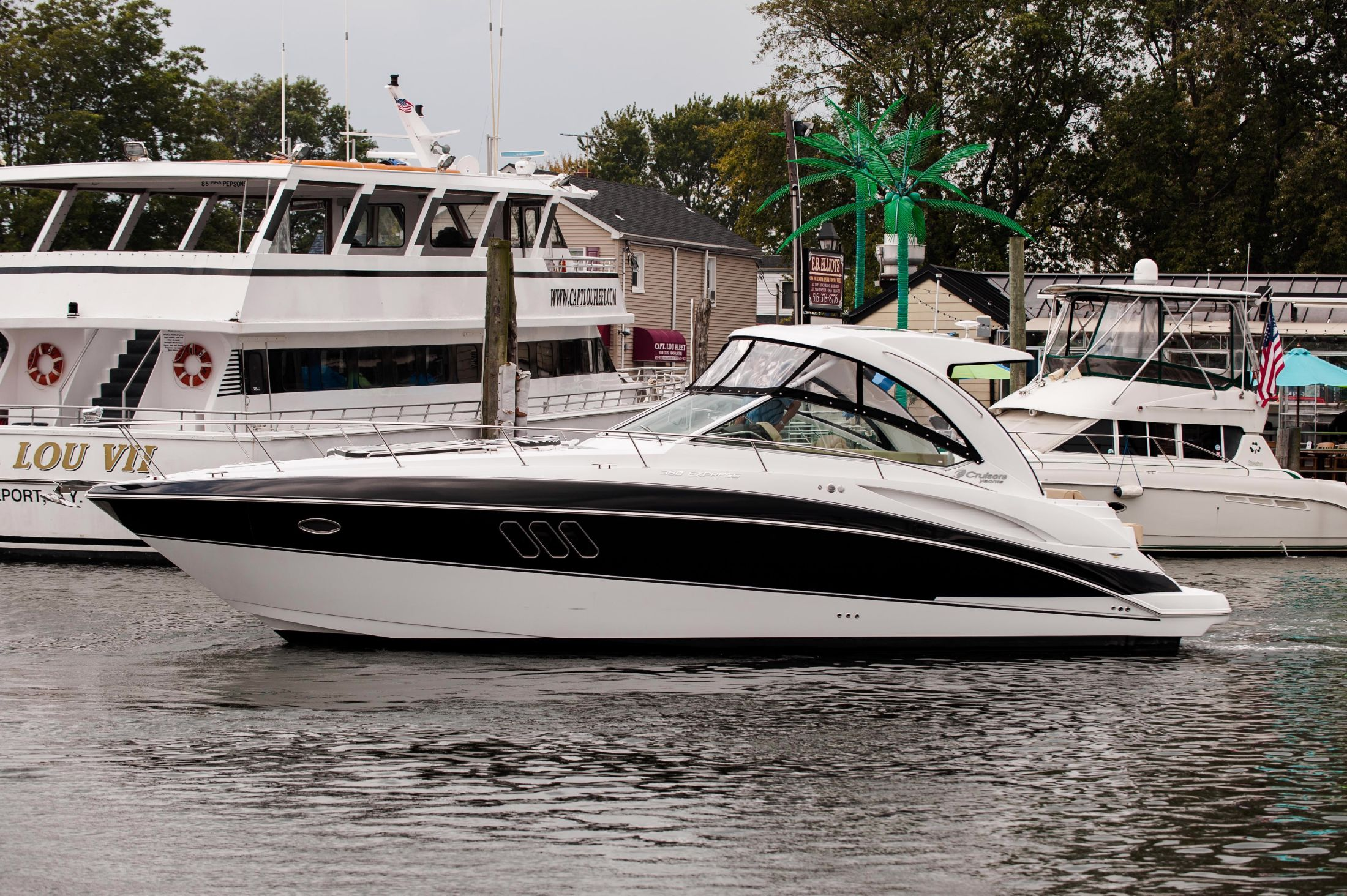 2018 Cruisers 380 Express Power Boat For Sale Www Yachtworld Com