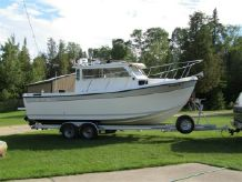 2003 Osprey Pilothouse 24 Long Cabin