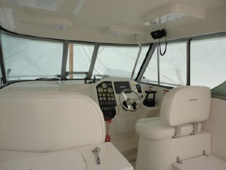 2005 Seaswirl 290 Pilot House