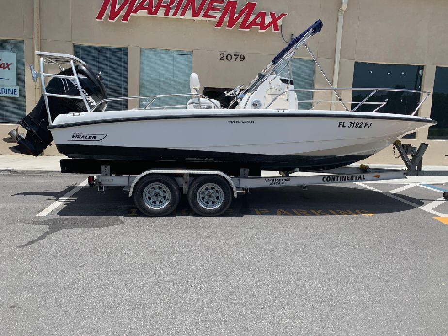 2011 Boston Whaler 200 Dauntless Power Boat For Sale - www