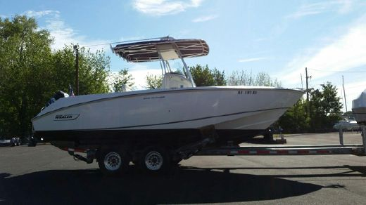 2005 Boston Whaler 240 Outrage with Trailer