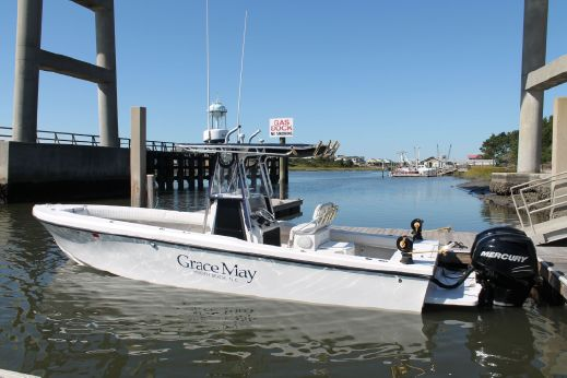 2004 Privateer 28 Center Console