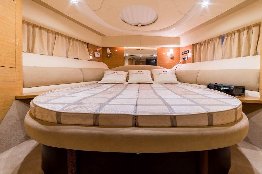 2008 Cranchi Atlantique 50 Master Bed