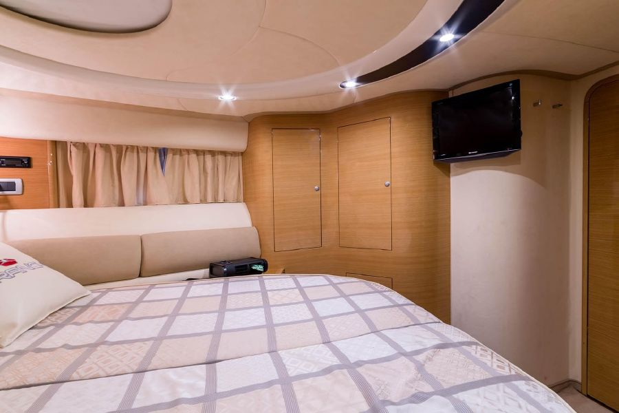 2008 Cranchi Atlantique 50 Yacht Master Stateroom