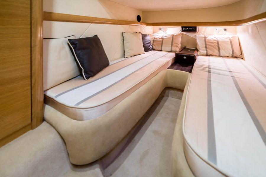 2008 Cranchi Atlantique 50 Yacht Guest Beds