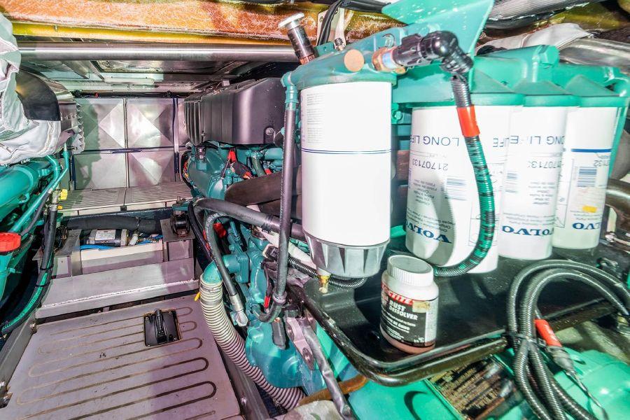 2008 Cranchi Atlantique 50 Engine Room