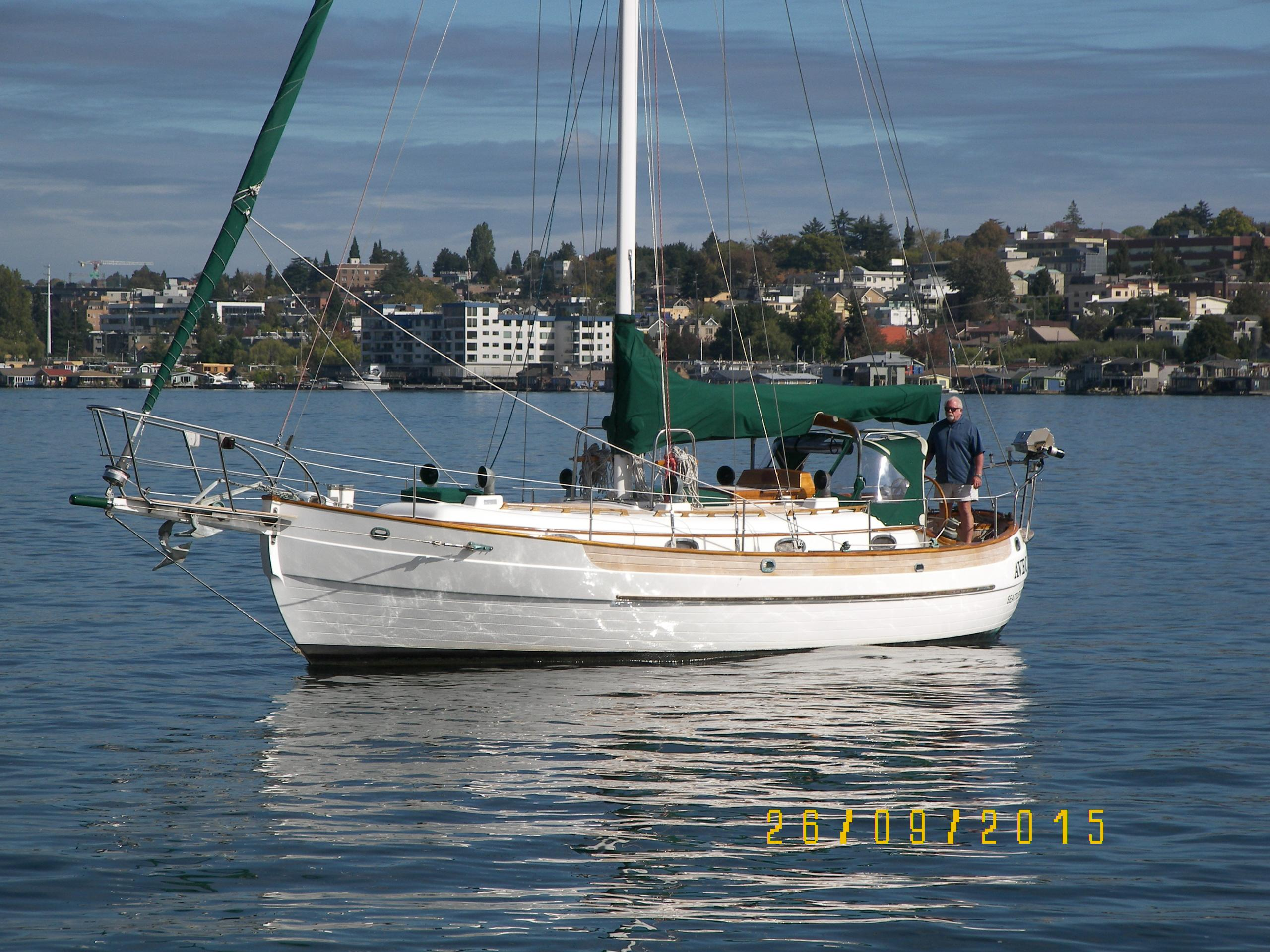 5949511_20160925155046016_1_XLARGE&w=2560&h=1920&t=1478587777000 1985 hans christian 33t sail boat for sale www yachtworld com Simple Boat Wiring Diagram at n-0.co