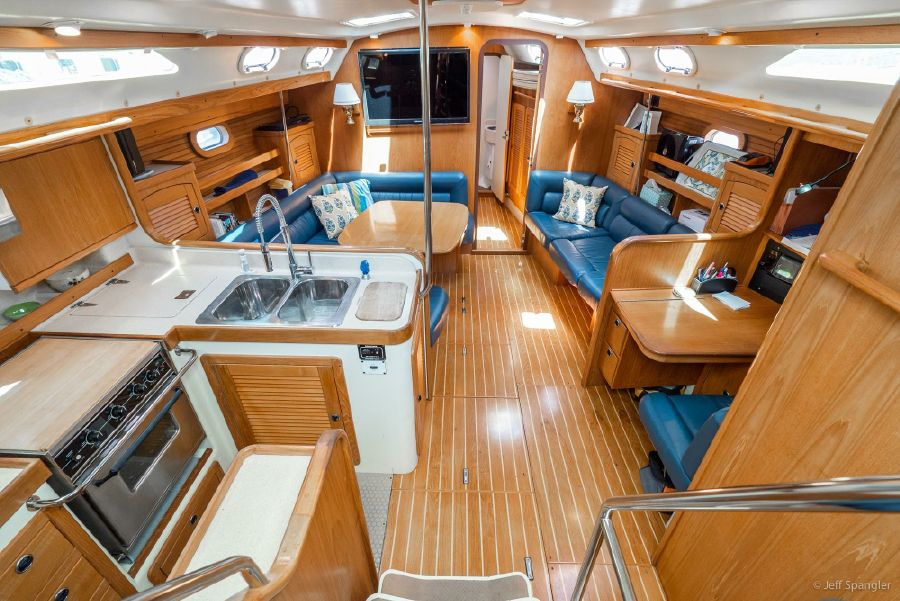 Catalina 470 Interior Salon