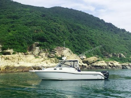 2006 Boston Whaler 305 Conquest Motor Yacht