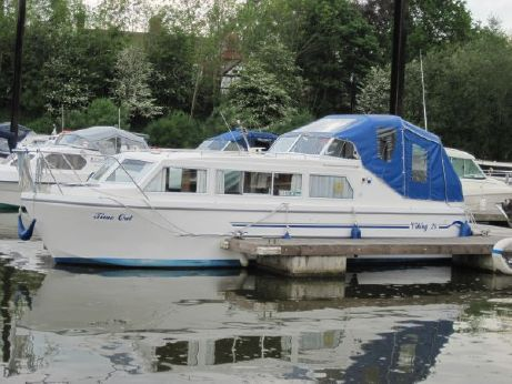 2016 Viking 28 Canal Boat