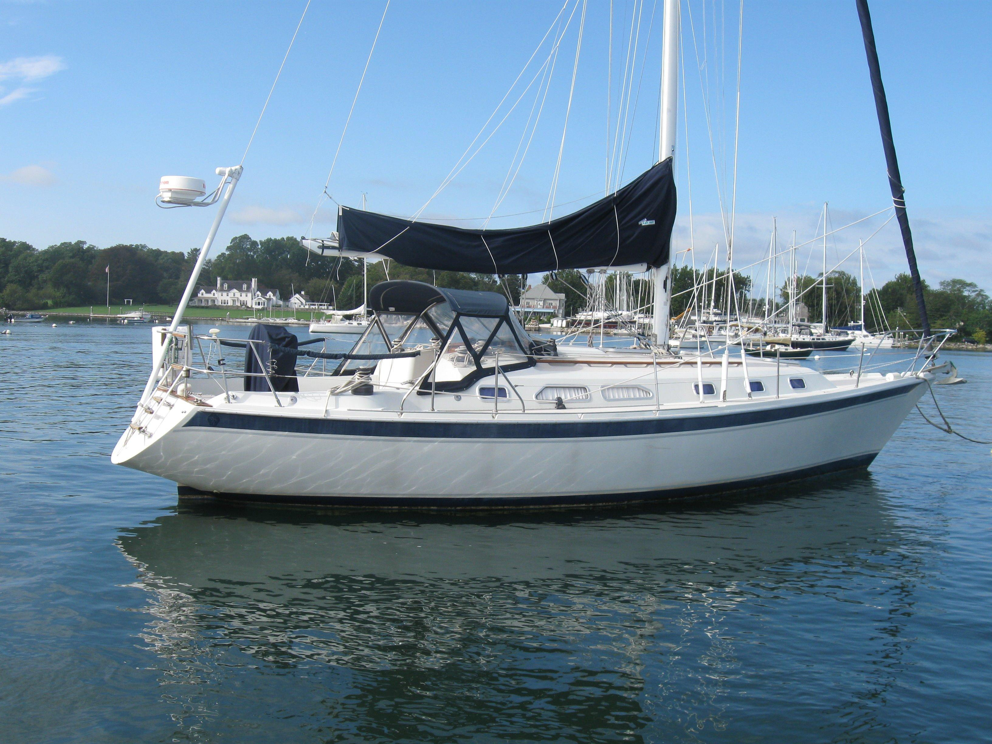 ERICSON 38-200 sailboat specifications and details on sailboatdata.com