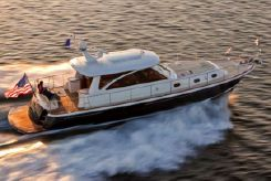 2014 Hunt Yachts 52' Sedan & Flybridge Cruiser