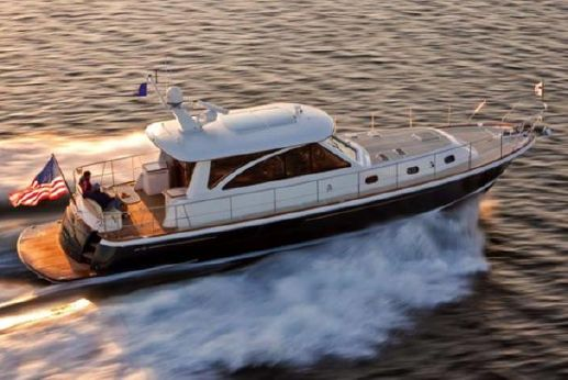 2016 Hunt Yachts 52' Sedan & Flybridge Cruiser