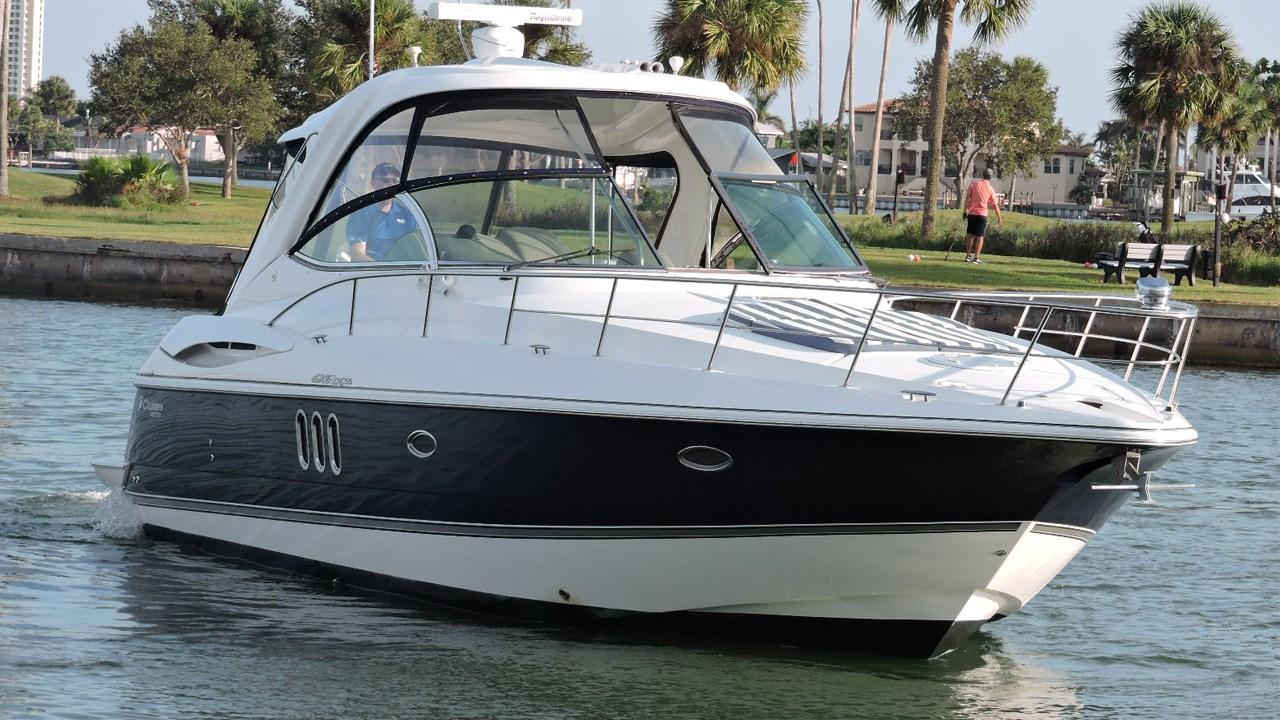 2008 Cruisers Yachts 420 Express Ips Diesel Power Boat For