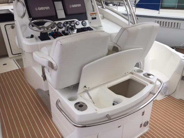 Sunseeker 37 Sportfisher Cockpit Wetbar