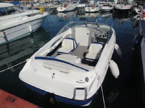 2004 Bayliner 212 Capri Cuddy