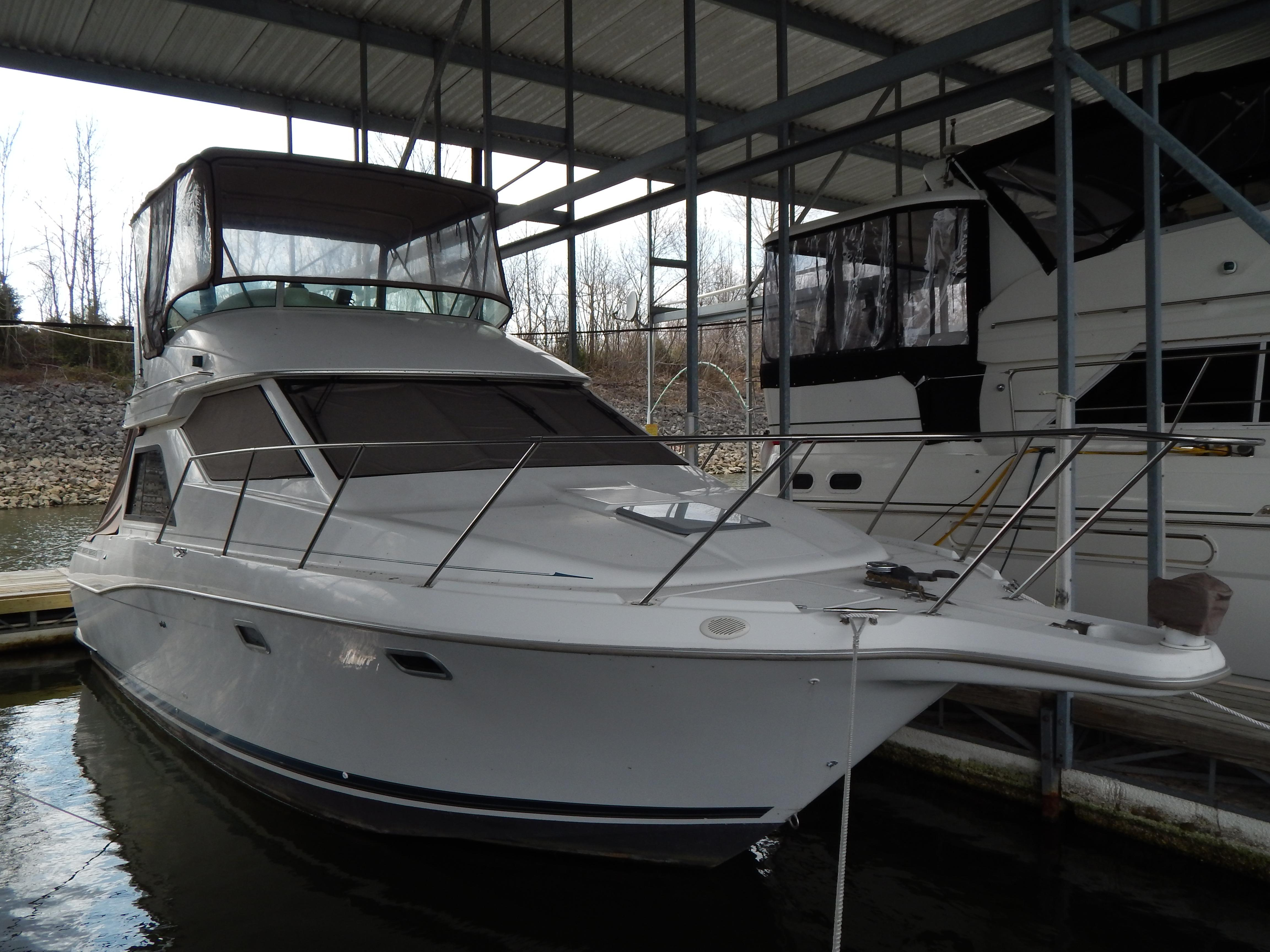 Grand Rivers (KY) United States  city photos : 2001 Bayliner 3258 Command Bridge Power Boat For Sale www.yachtworld ...