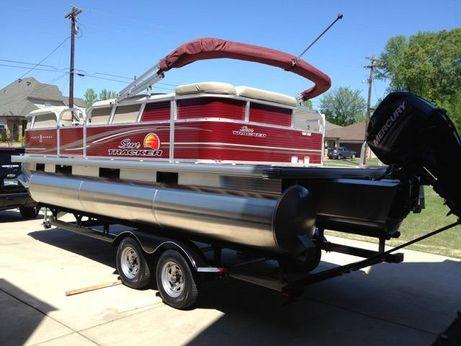 2013 Suntracker Pontoon Boat