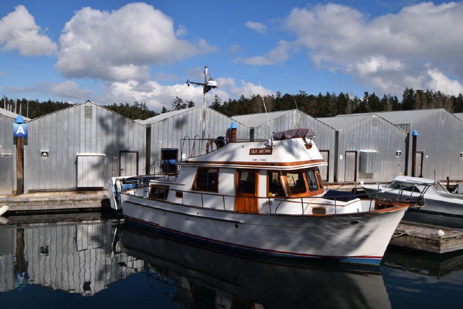 1979 chb 34 tri cabin trawler