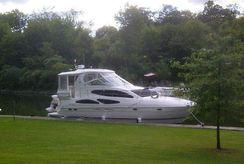 2004 Cruisers Yachts 405/415 Express Motor Yacht