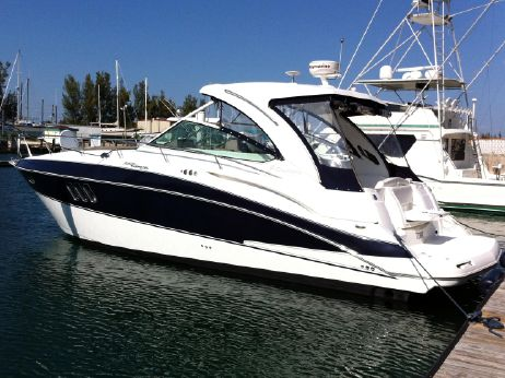 2008 Cruisers Yachts 360 Express, Low Hours