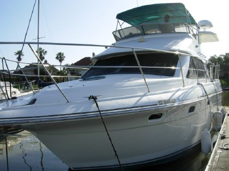 1995 Cruisers Yachts 3650 Aft Cabin