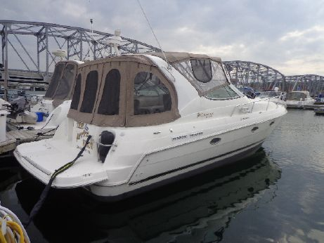 2004 Cruisers Yachts 3372