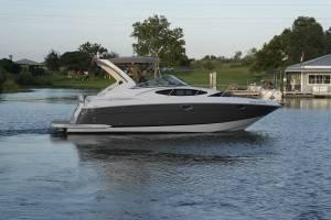 2011 Regal 3060 Express Cruiser
