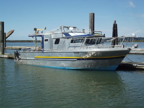 1996 Custom Trawler 33