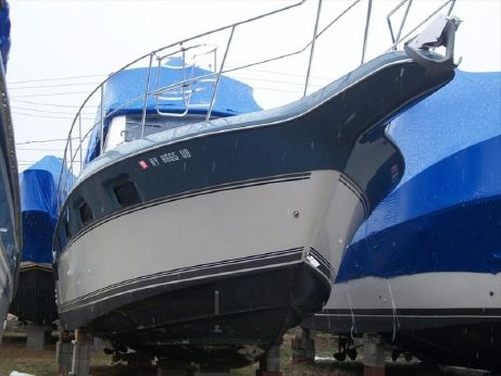 1991 Cruisers Yacht 3380 Express