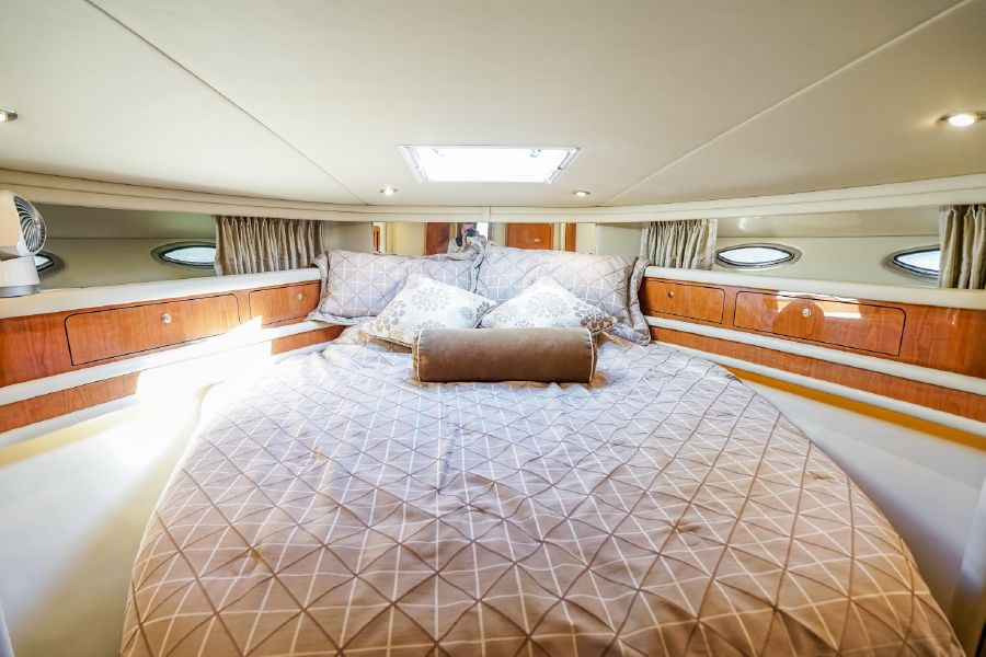 2001 Sea Ray 480 Sedan Bridge Master Stateroom