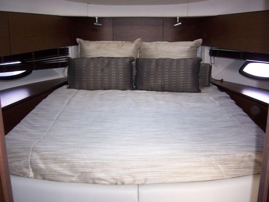 Sea Ray 470 Sundancer yacht for sale in Newport