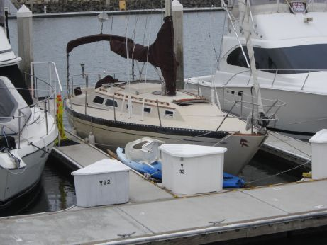 1977 Islander Sloop with Oceanside Slip