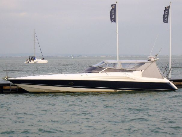 Beaulieu United Kingdom  City pictures : Sunseeker Apache 45, Beaulieu, Hampshire, United Kingdom