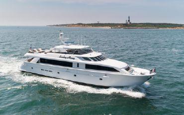 thumbnail photo 0: 2001 Hatteras 100 Motor Yacht