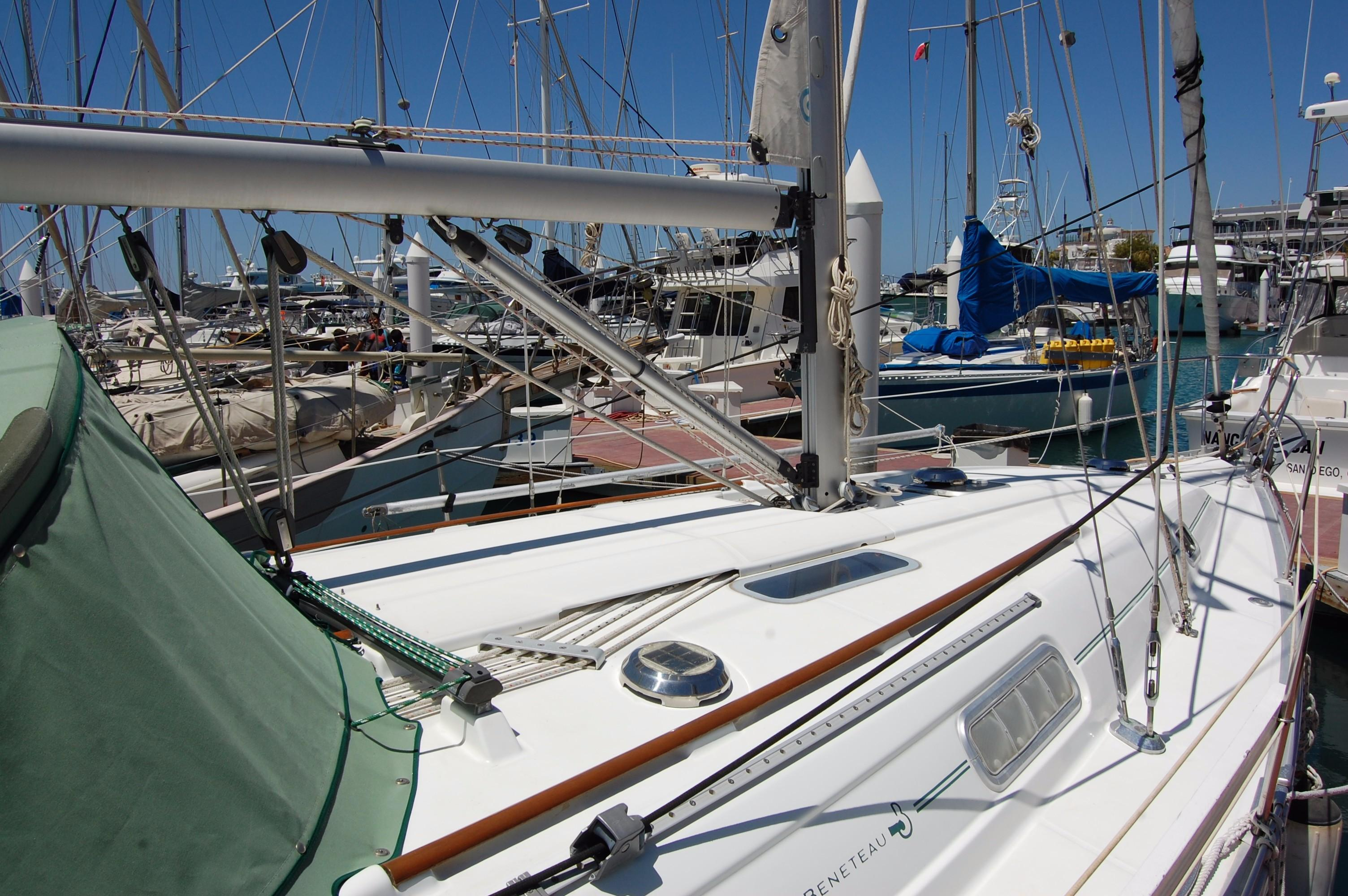 35' Beneteau Oceanis 351+Photo 8