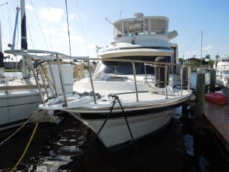 1985 Vista 43 Motor Yacht