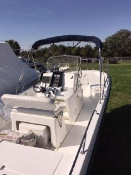 2008 Boston Whaler 23 Dauntless