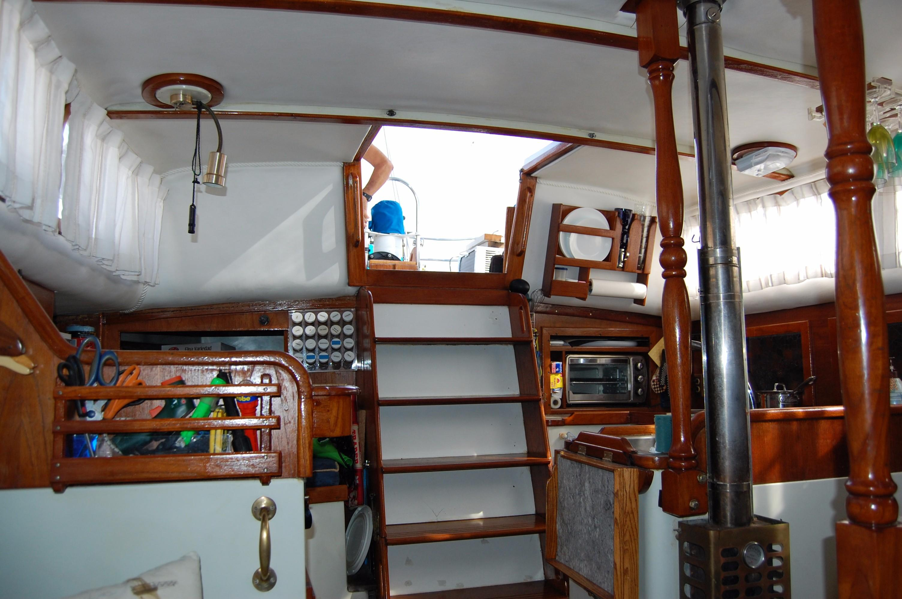 38' Downeaster Cutter+Photo 12