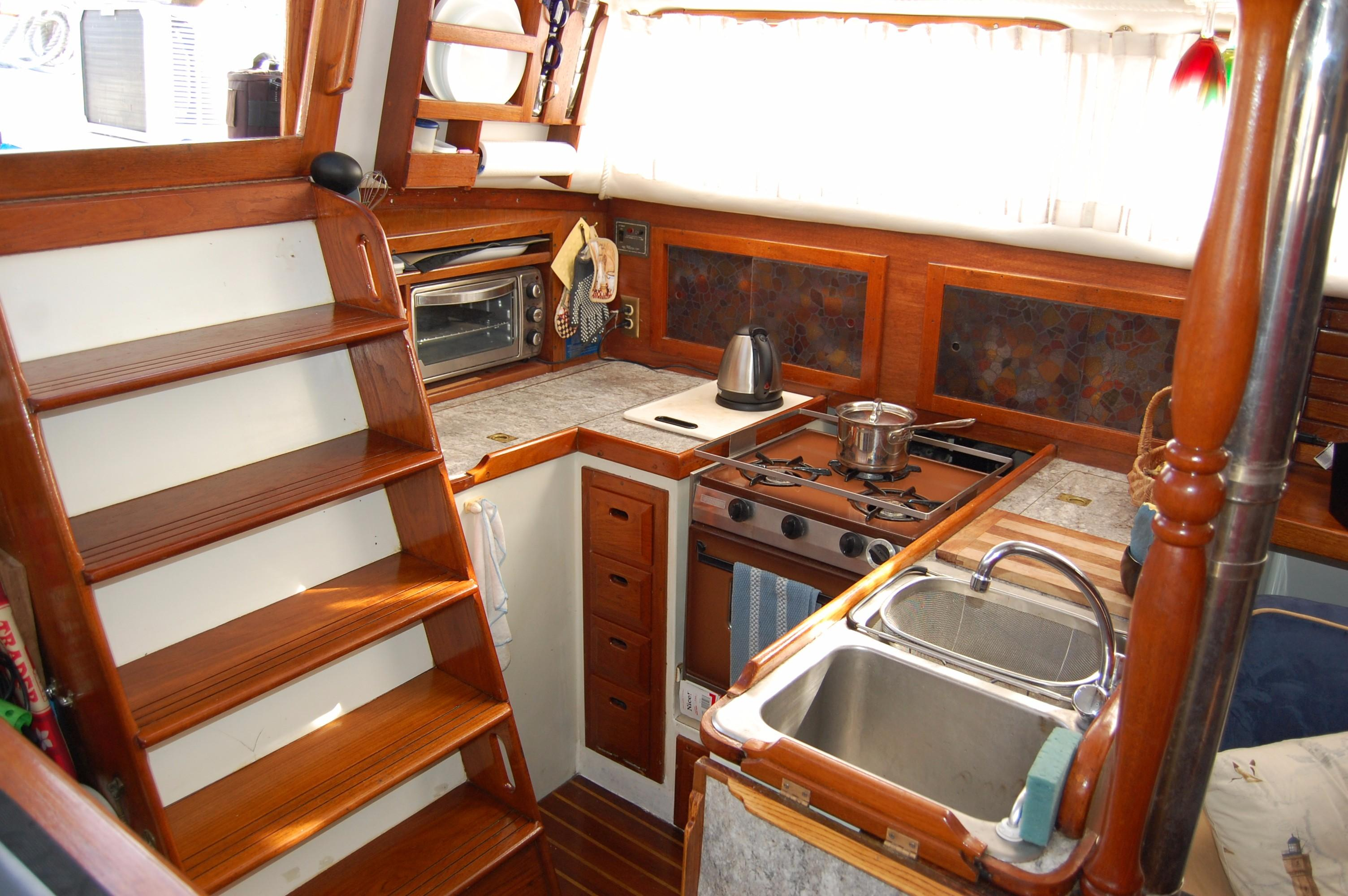 38' Downeaster Cutter+Photo 13