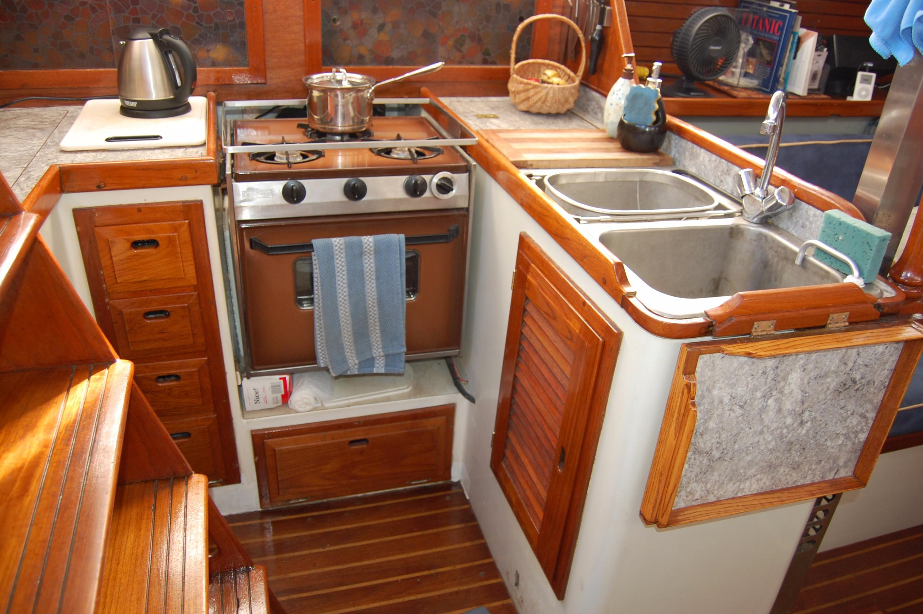 38' Downeaster Cutter+Photo 14