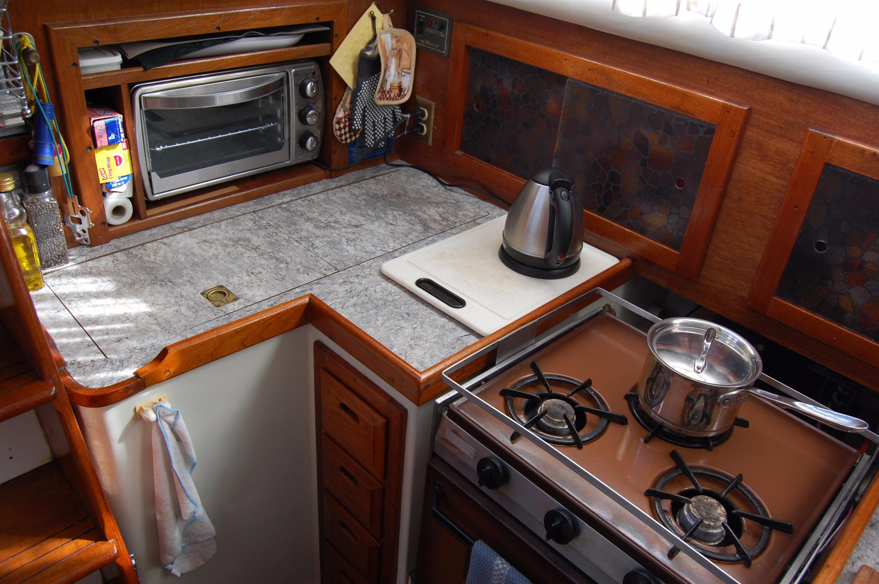38' Downeaster Cutter+Photo 15