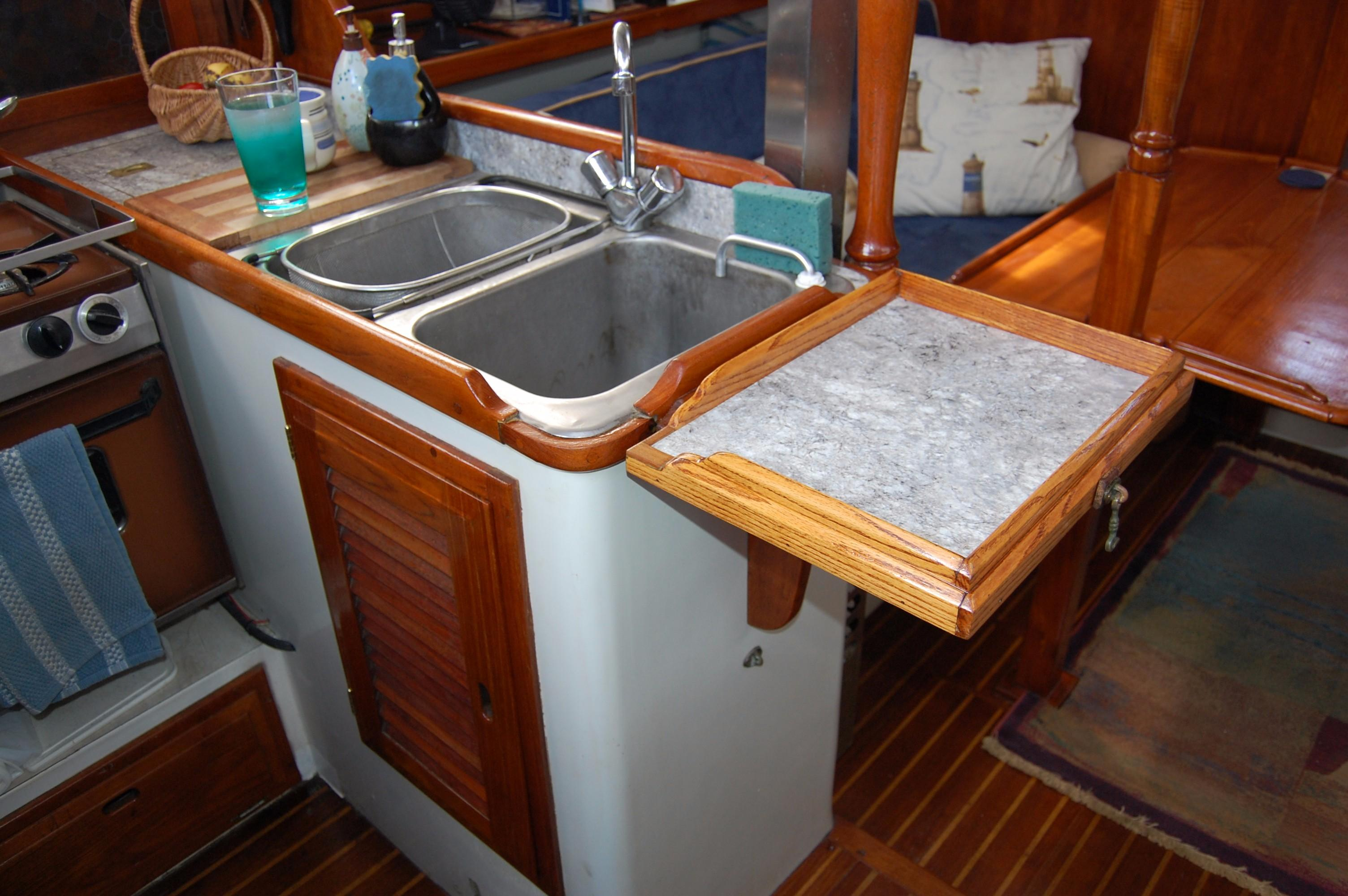 38' Downeaster Cutter+Photo 16